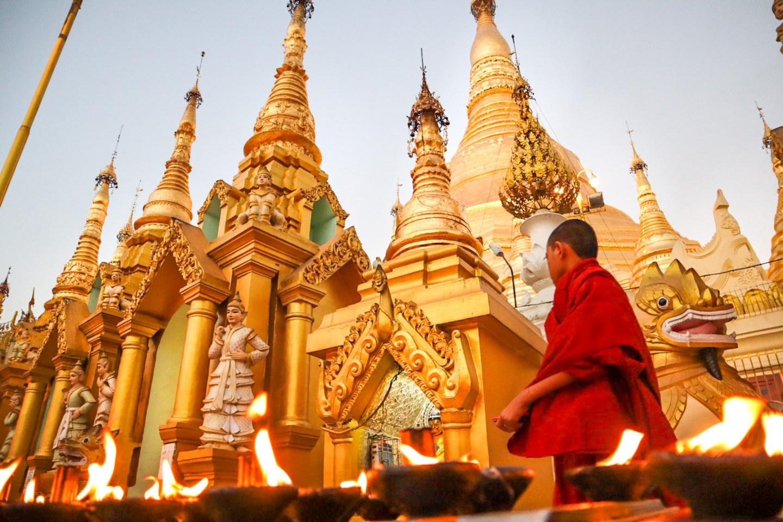 Myanmar Buddhist Monuments must visit - Shwedagon Pagoda