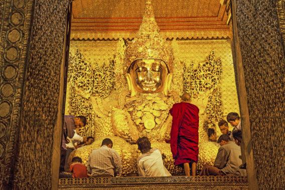 Myanmar Buddhist Monuments must visit - mandalay - mahamuni paya