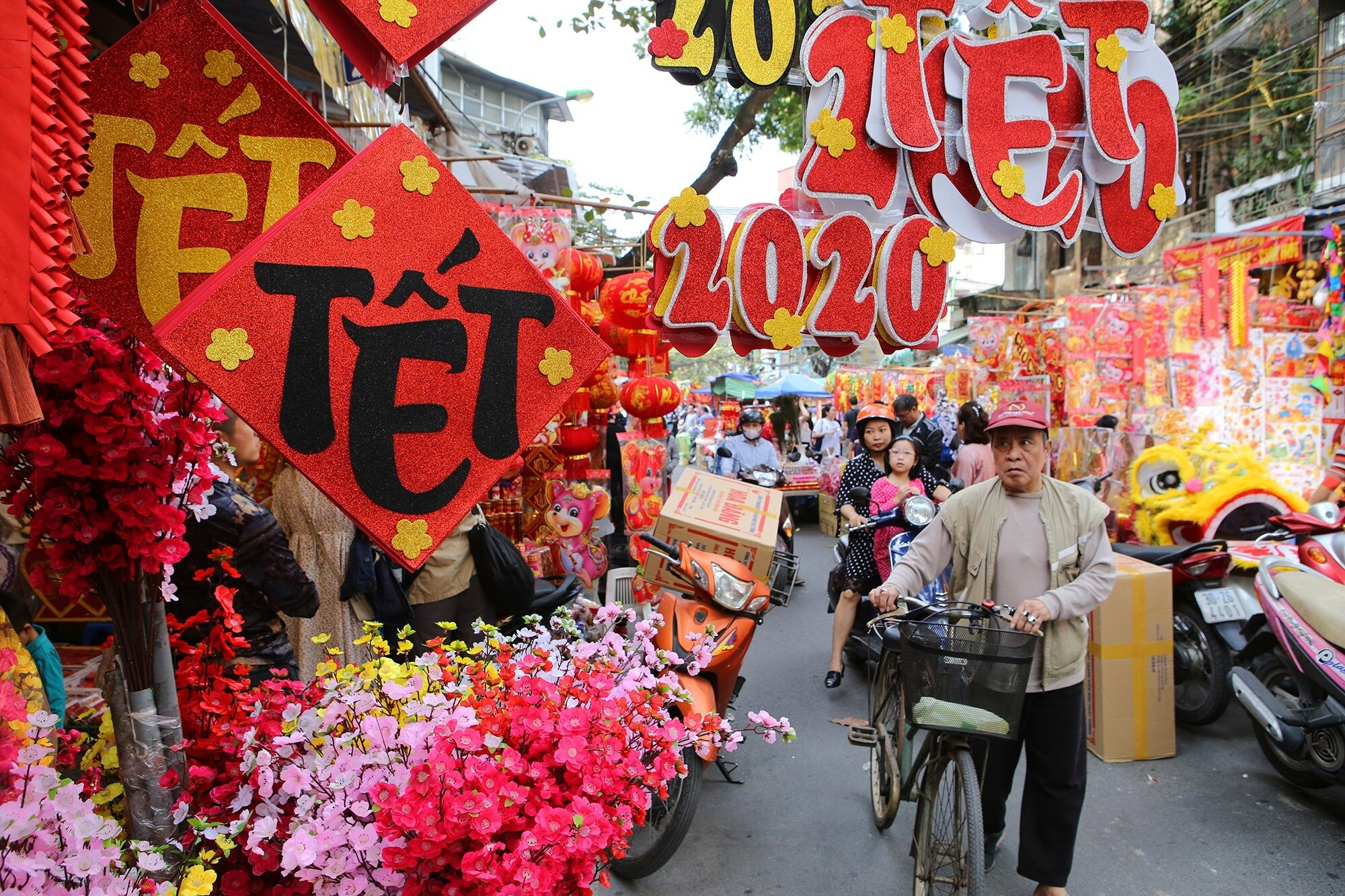 Top 5 Festivals in Vietnam - tet - lunar new year