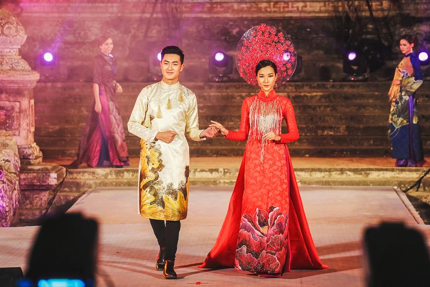Top-5-festivals-in-Vietnam-hue-festival-ao-dai.
