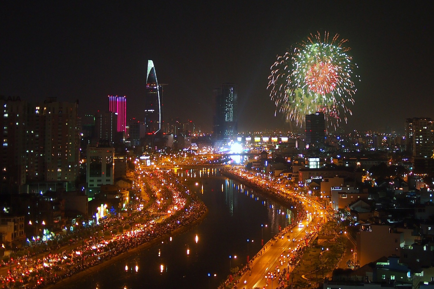 new years eve-festival-in-vietnam-firework