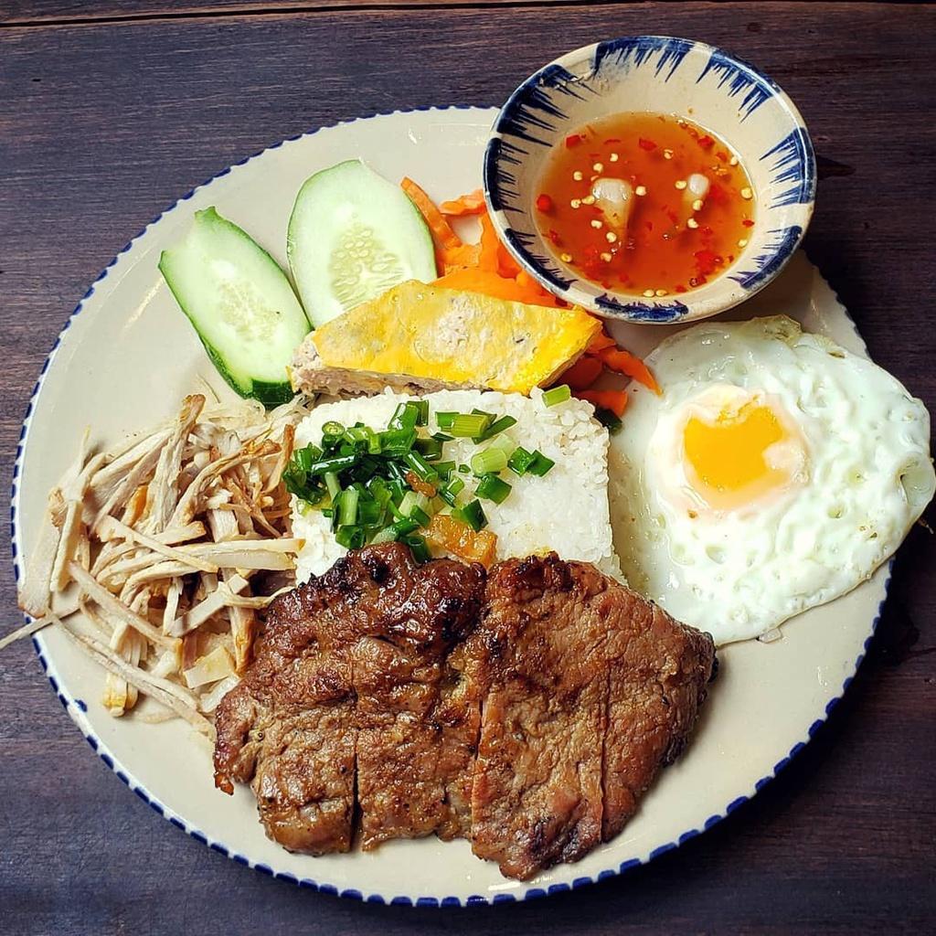 TOP 5 Saigon Street Food and Where to Find them - com-tam